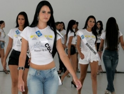 Candidatas a Miss Mato Grosso ensaiam em Sinop